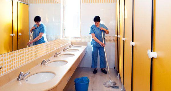 La importancia de tener los aseos públicos limpios